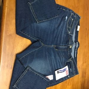 NWT Levi Strauss low rise jegging. Size 22m
